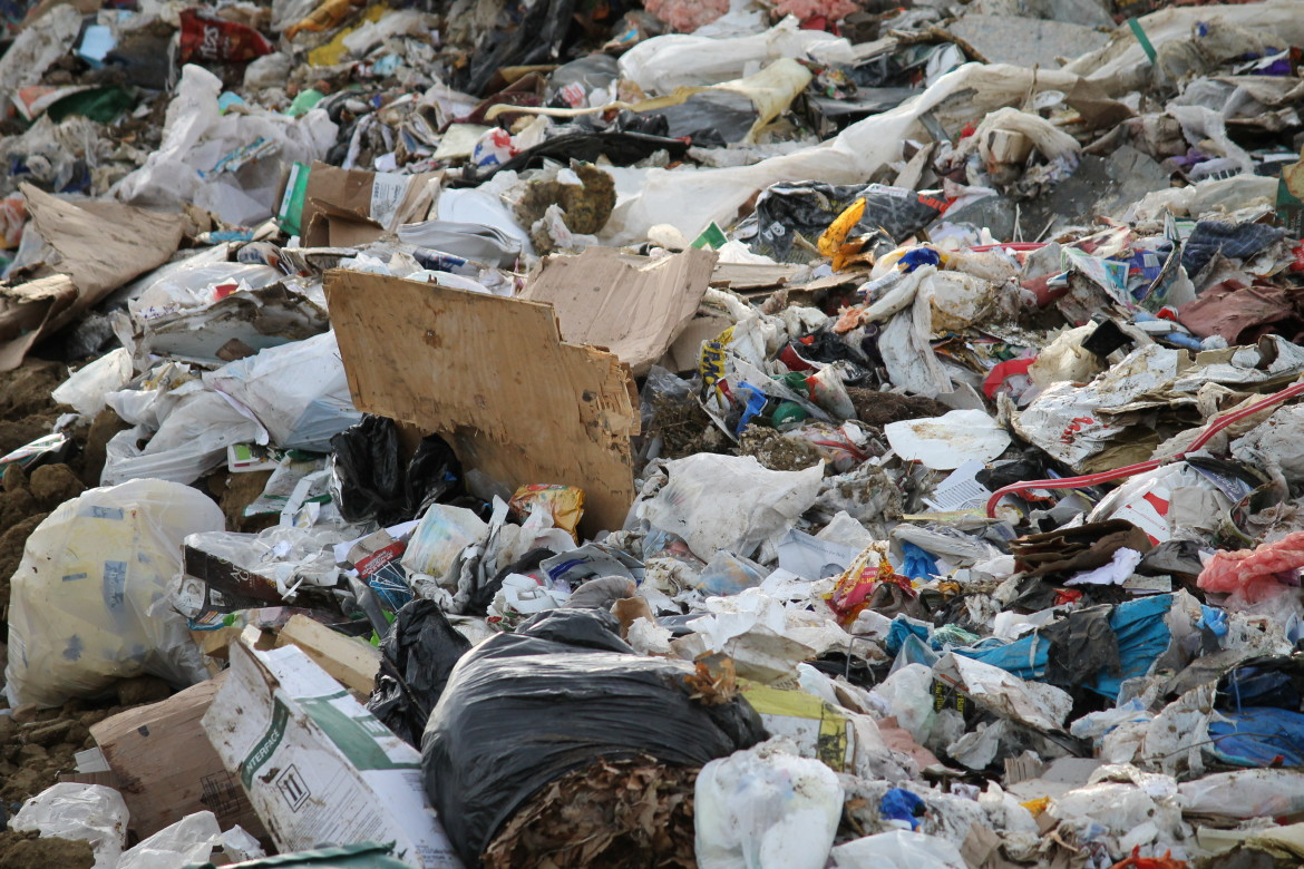 essay of recycling trash Recycling is good for the environment, in the sense, we are using old and waste  products which are of no use and then converting them back to same new.